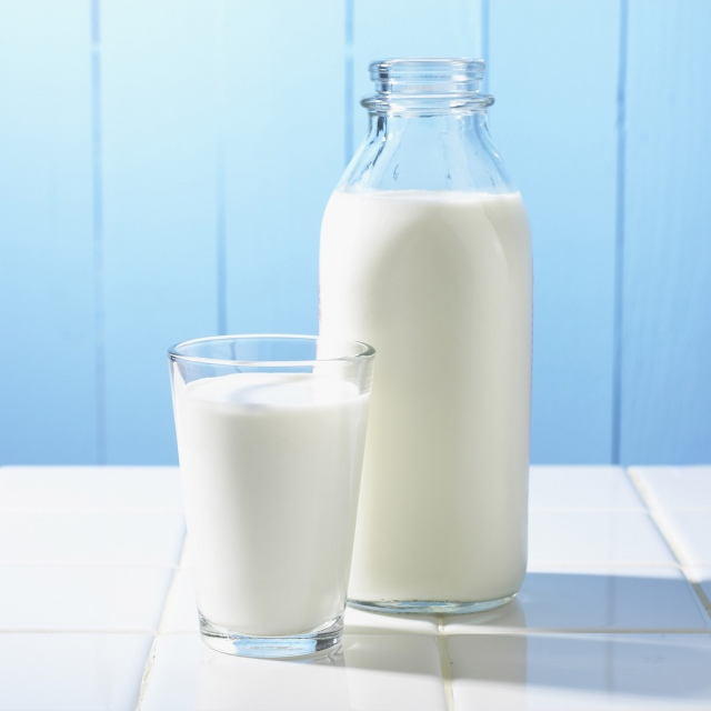 Glass and Bottle of Milk bxp159810h